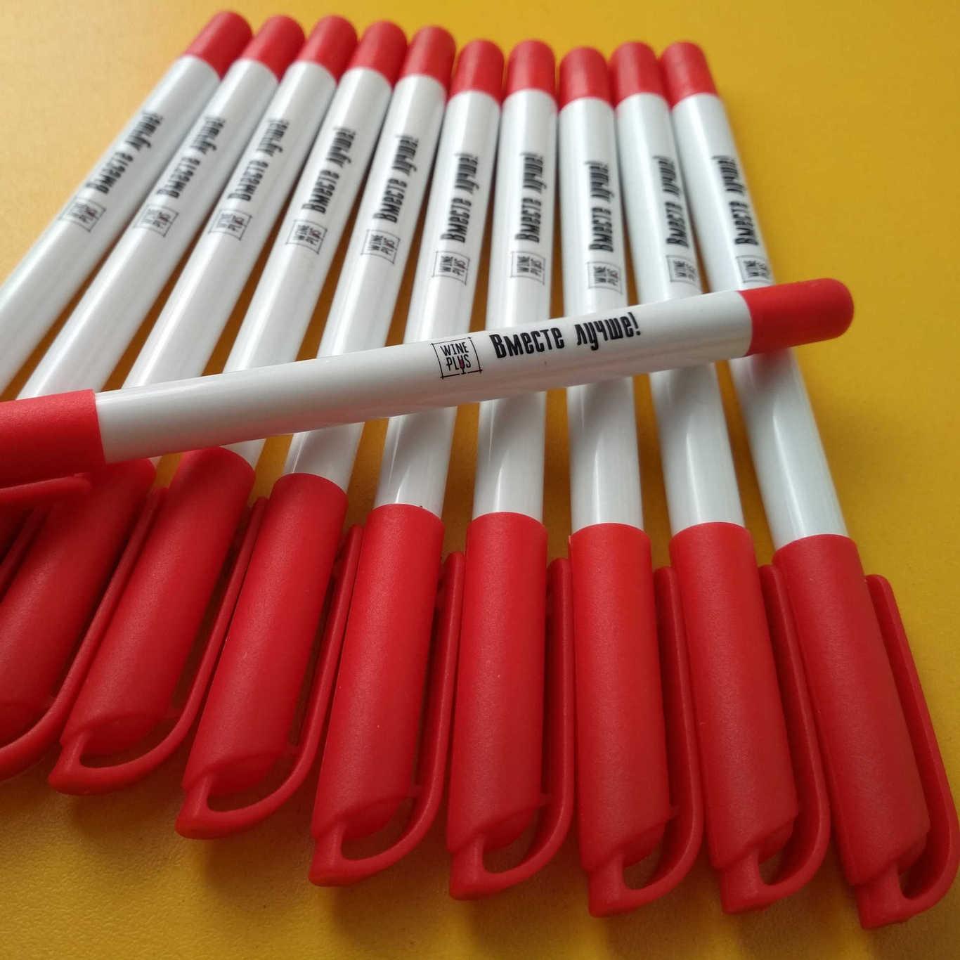 Белая ручка с логотипом